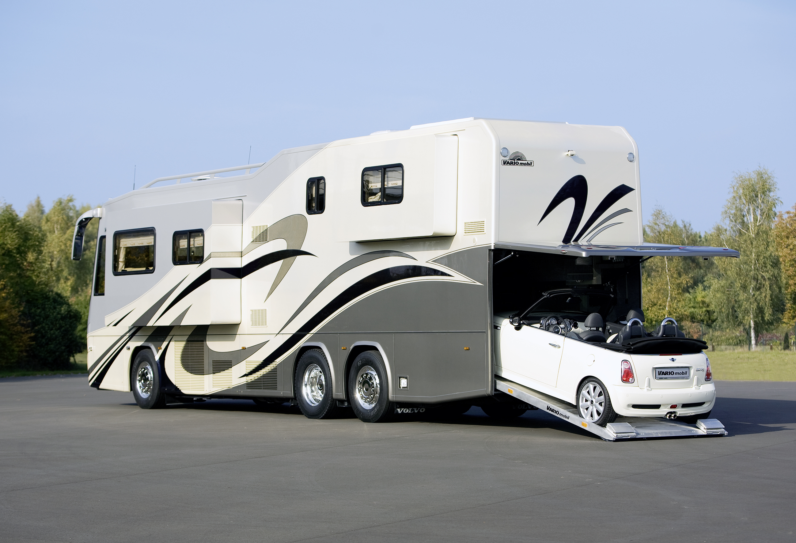 Luxus wohnmobile f r den exklusiven urlaub auto tipps for Planimetrie del garage rv